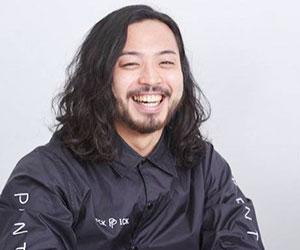 R-指定の笑顔の画像