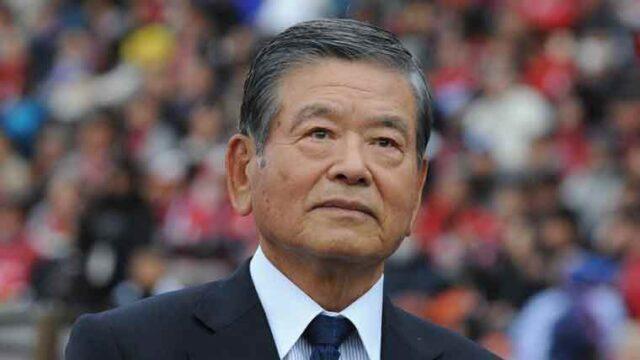 サッカースタジアムでの川淵三郎の顔アップ画像
