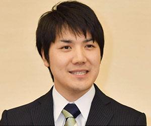 小室圭の婚約会見での顔画像
