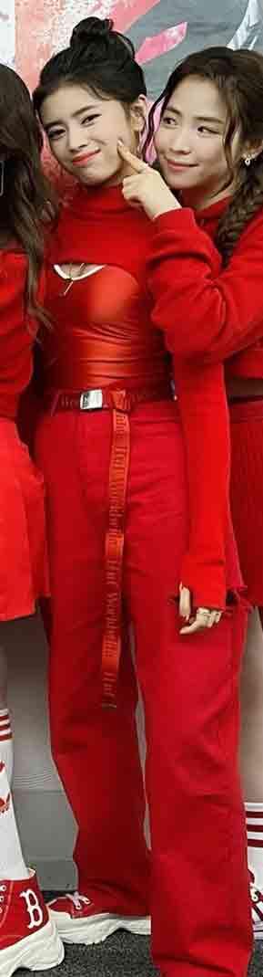 「Mステ」NiziUリマの衣装