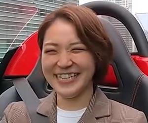 フェラーリに乗る素顔のとびちゃん