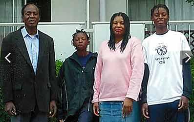 馬瓜ステファニーとエブリンの家族写真